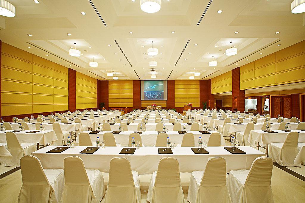 зал для конференций отеля Cosy Beach