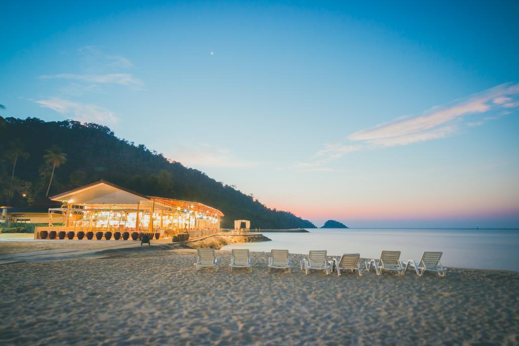 пляж отеля The Aiyapura Resort & Spa