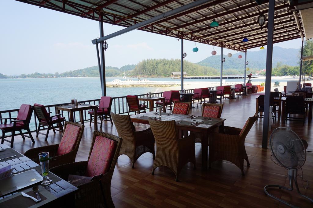ресторан отеля The Aiyapura Resort & Spa