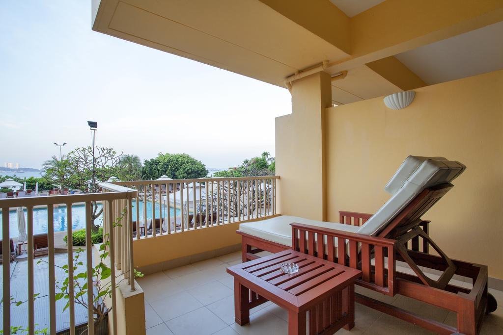 терраса отеля Dusit Thani Pattaya