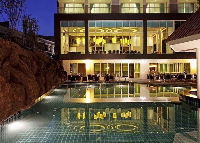 бассейн отеля Centara Pattaya Hotel