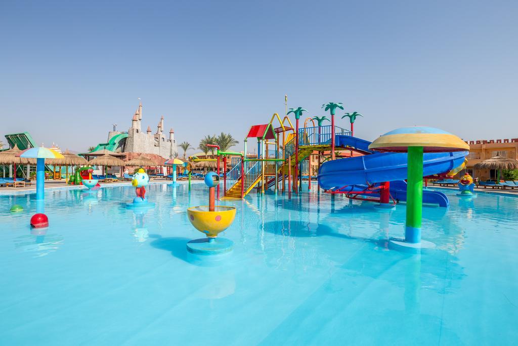 водные горки отеля lbatros Aqua Blu Resort Sharm El Sheikh