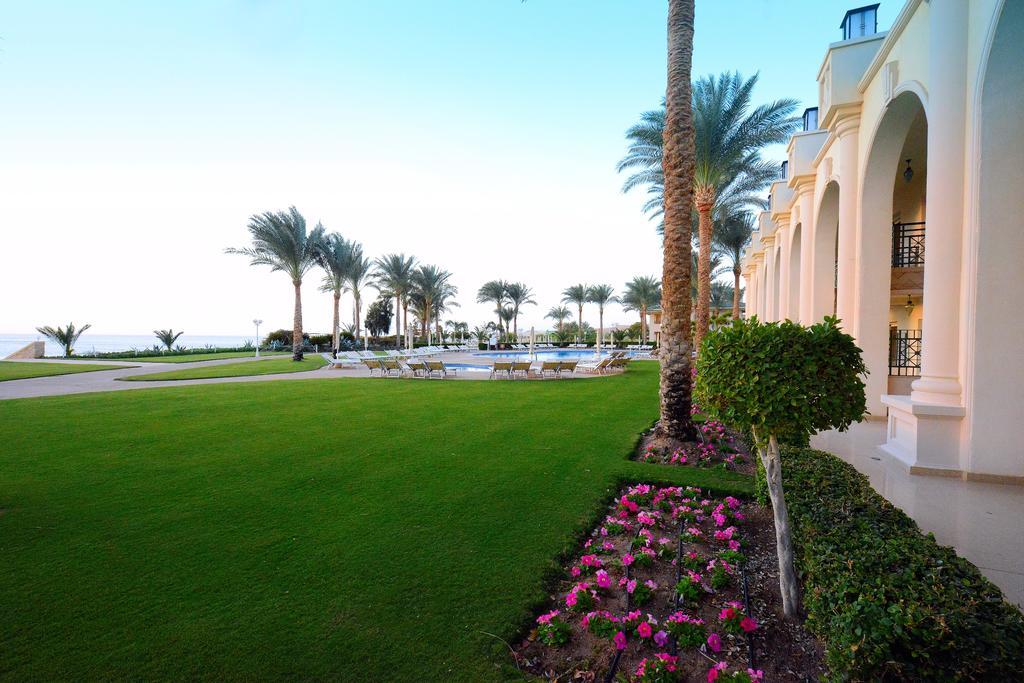 территория отеля Stella Di Mare Beach Hotel & Spa