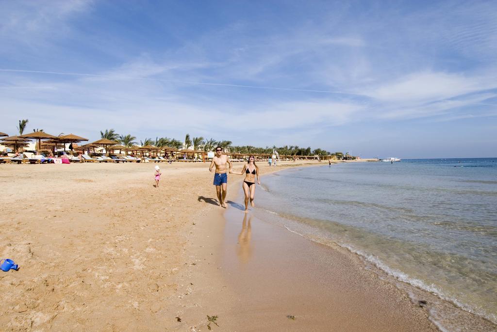 пляж отеля Sunrise Royal Makadi Aqua Resort