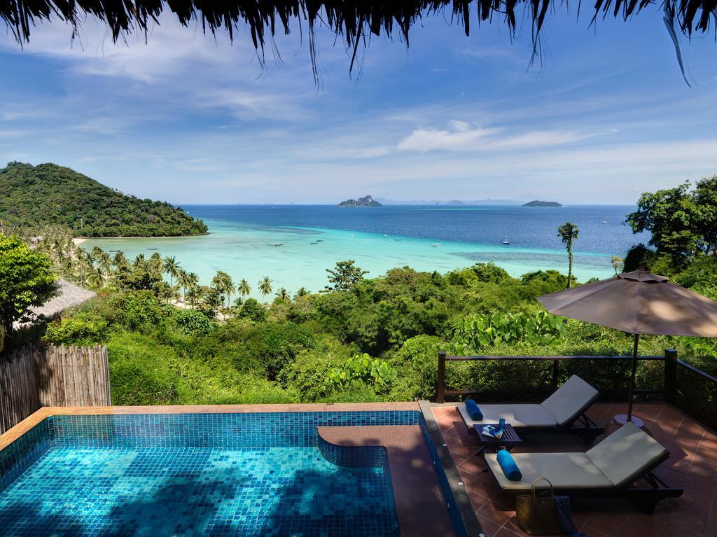 терраса отеля Phi Phi Island Village Beach
