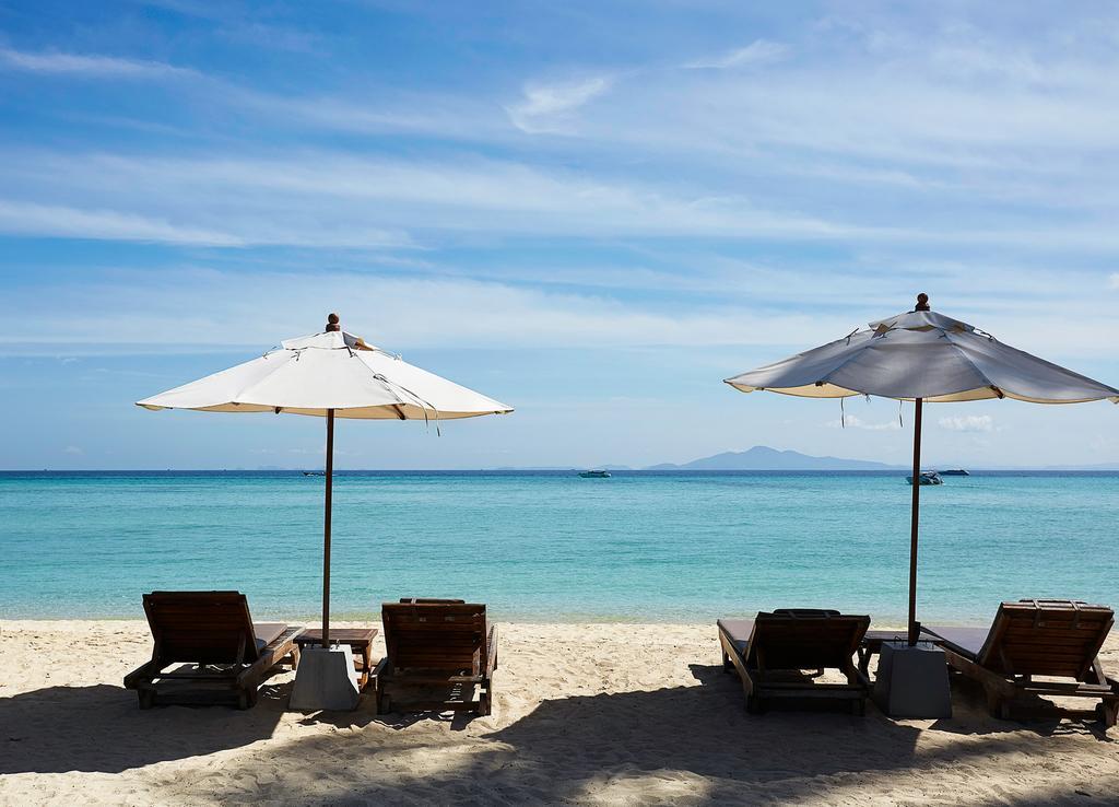 пляж отеля Phi Phi Island Village Beach
