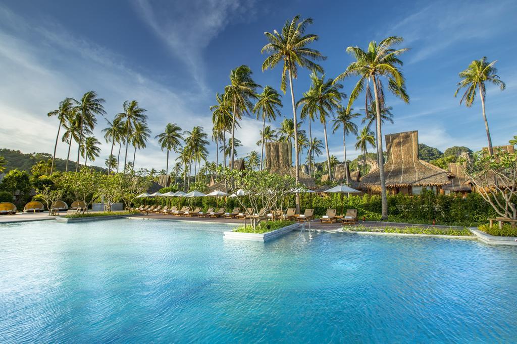 бассейн отеля Phi Phi Island Village Beach