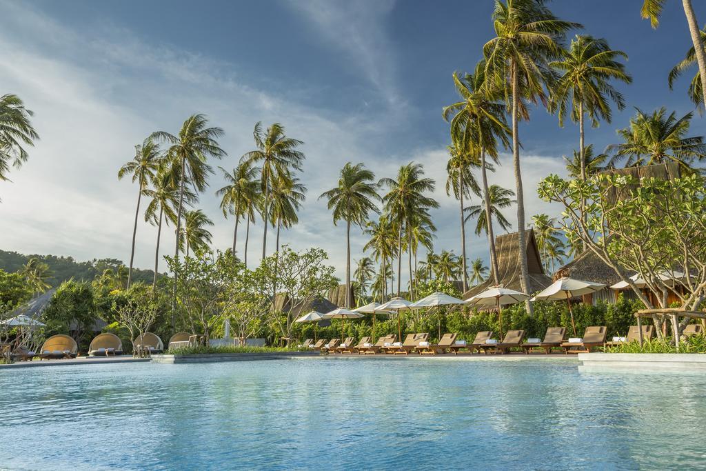 территория отеля Phi Phi Island Village Beach