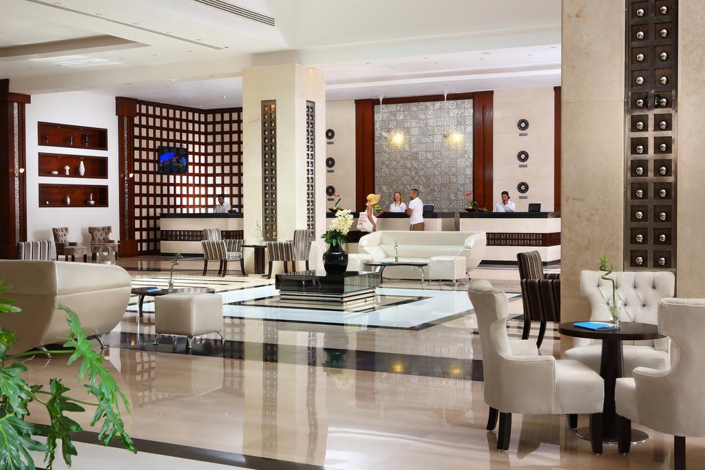 лобби отеля Sunrise Crystal Bay Resort