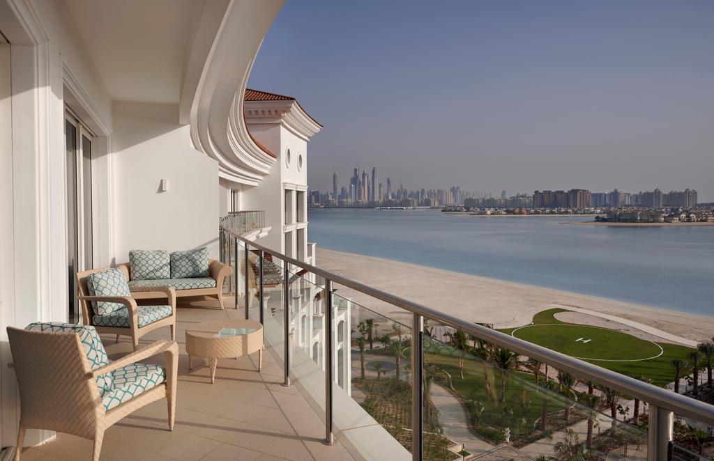 терраса отеля Waldorf Astoria Dubai Palm Jumeirah