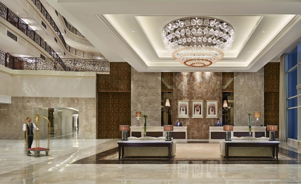 лобби отеля Waldorf Astoria Dubai Palm Jumeirah