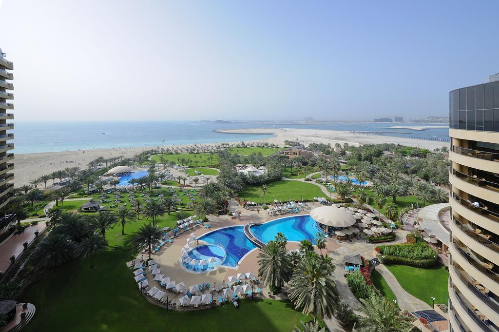 территория отеля Le Royal Meridien Beach Resorts & Spa Dubai