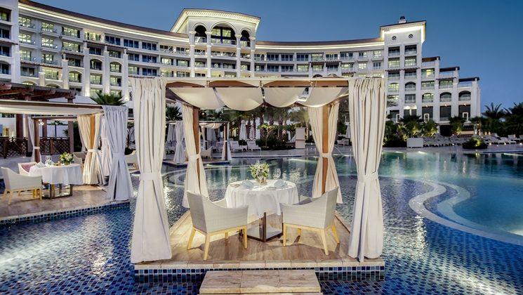 территория отеля Waldorf Astoria Dubai Palm Jumeirah