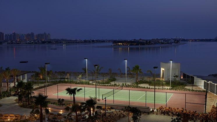 теннисный корт отеля Waldorf Astoria Dubai Palm Jumeirah