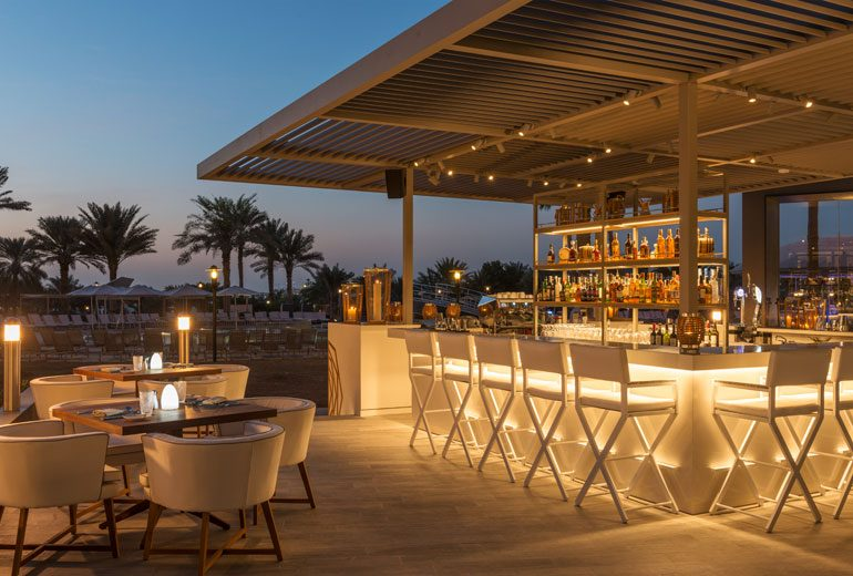 бар отеля Le Royal Meridien Beach Resorts & Spa Dubai