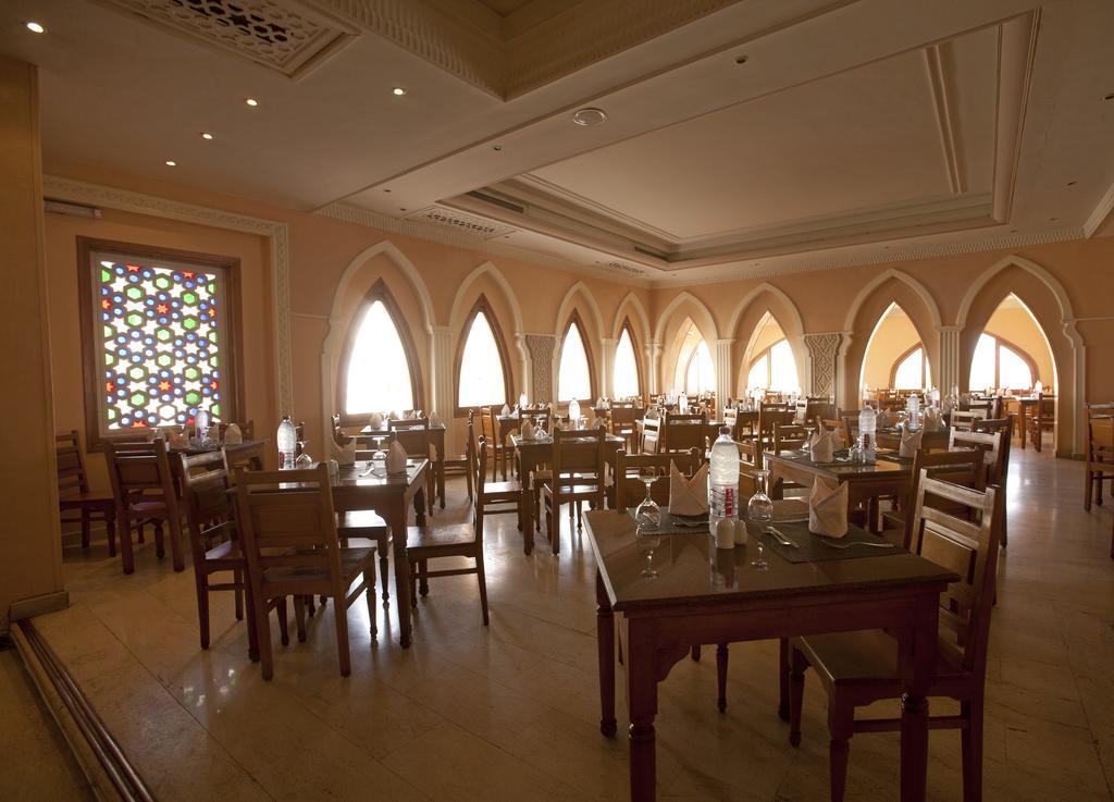 ресторан отеля Club Reef Hotel