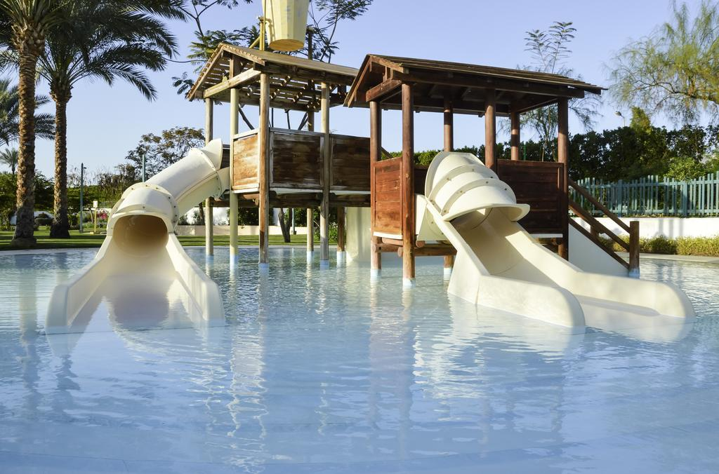водные горки отеля Novotel Sharm El Sheikh Beach