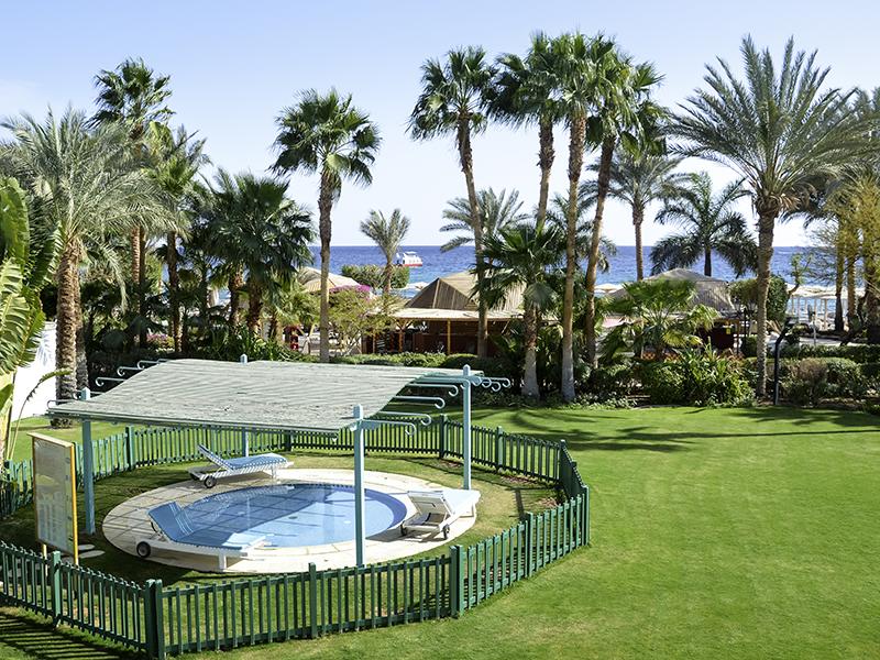 территория отеля Novotel Sharm El Sheikh Beach