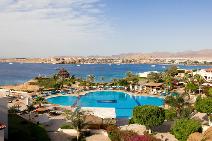 территория отеля Movenpick Resort Sharm El Sheikh Naama Bay