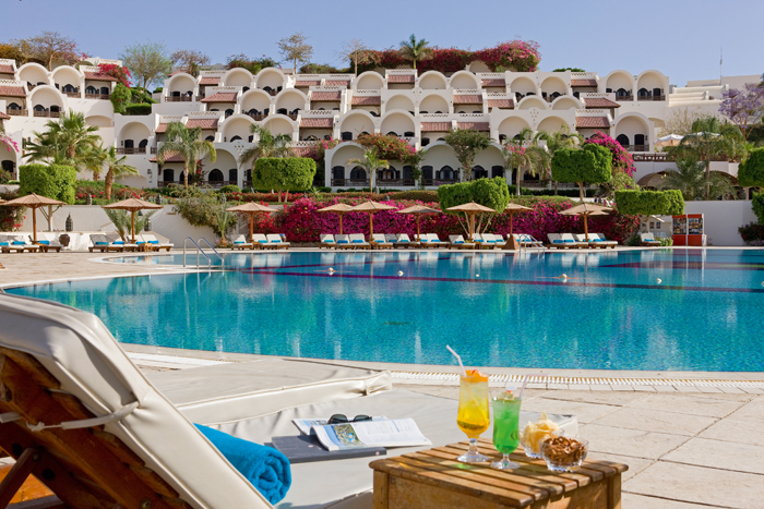 бассейн отеля Movenpick Resort Sharm El Sheikh Naama Bay