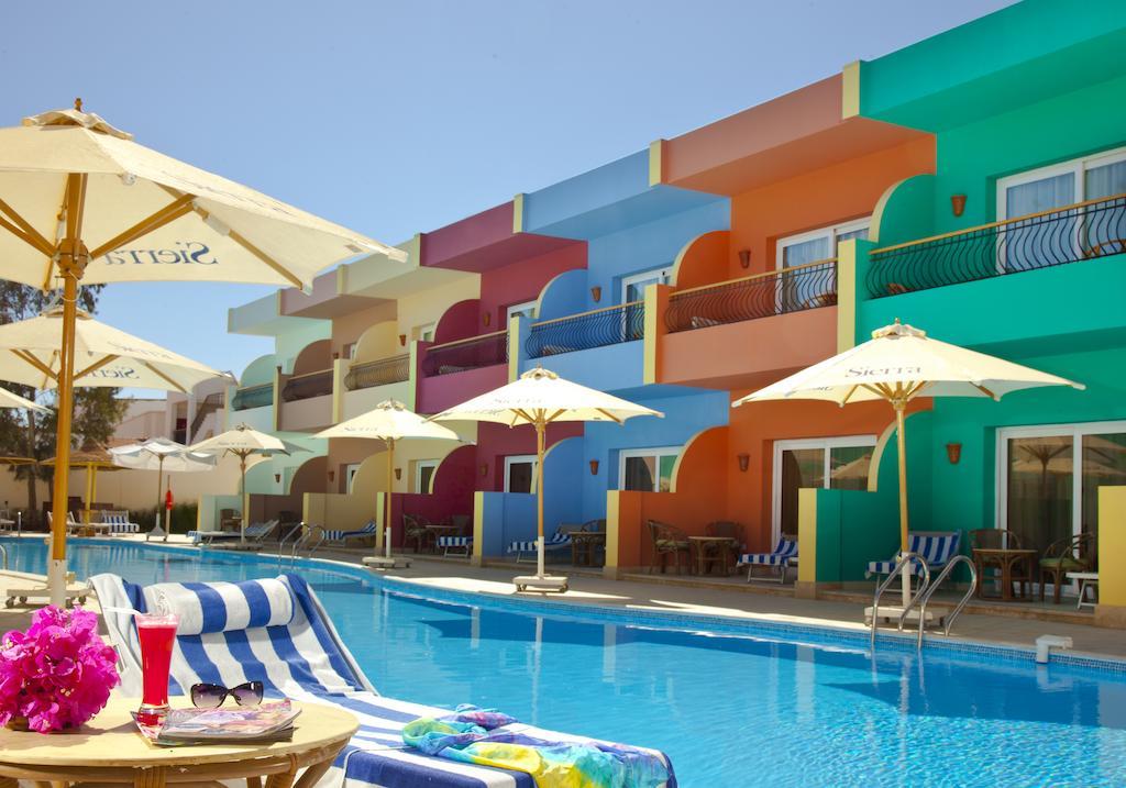 бассейн отеля Sierra Resort