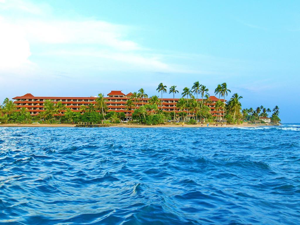 пляж отеля HikkaTranz by Cinnamon