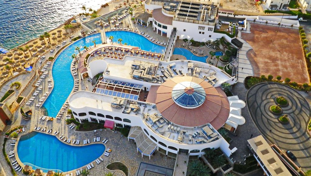 территория отеля Reef Oasis Blue Bay Resort & Spa