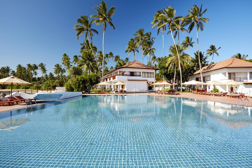 территория отеля Dickwella Resort & Spa