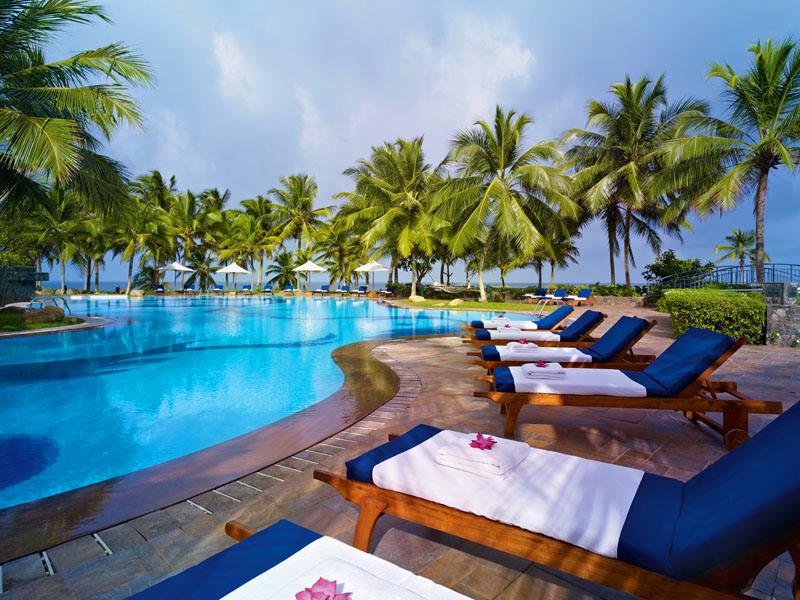бассейн отеля Vivanta By Taj - Bentota