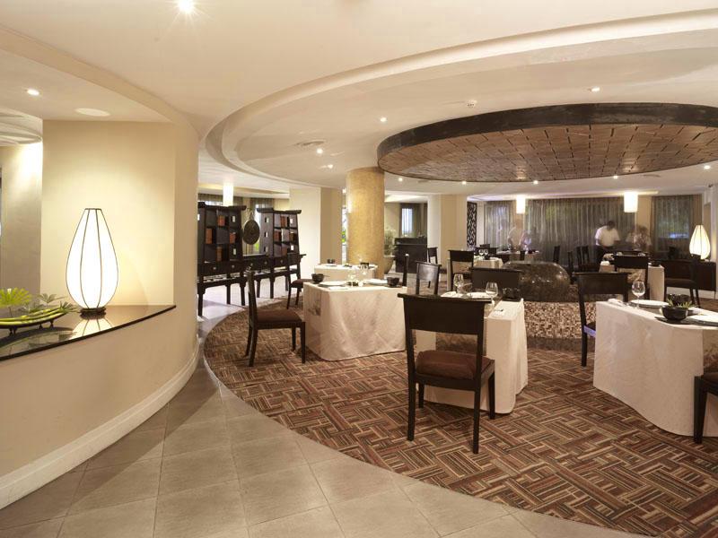 лобби отеля Vivanta By Taj - Bentota
