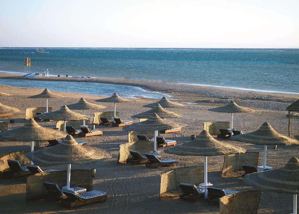 пляж отеля Coral Sea Holiday Village Resort