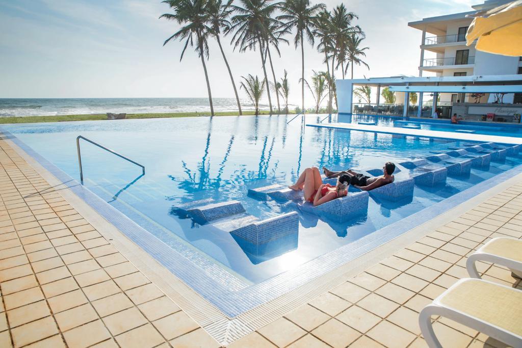 бассейн отеля Riu Sri Lanka