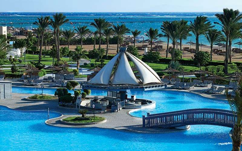 территория отеля Coral Sea Waterworld