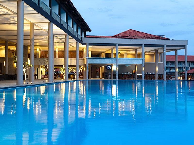 бассейн отеля Cinnamon Bey
