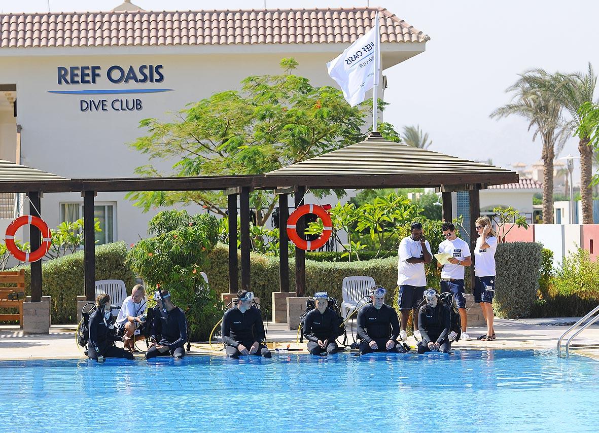 бассейн отеля Reef Oasis Blue Bay Resort & Spa