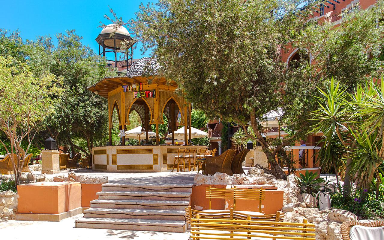 территория отеля The Grand Resort Hurghada