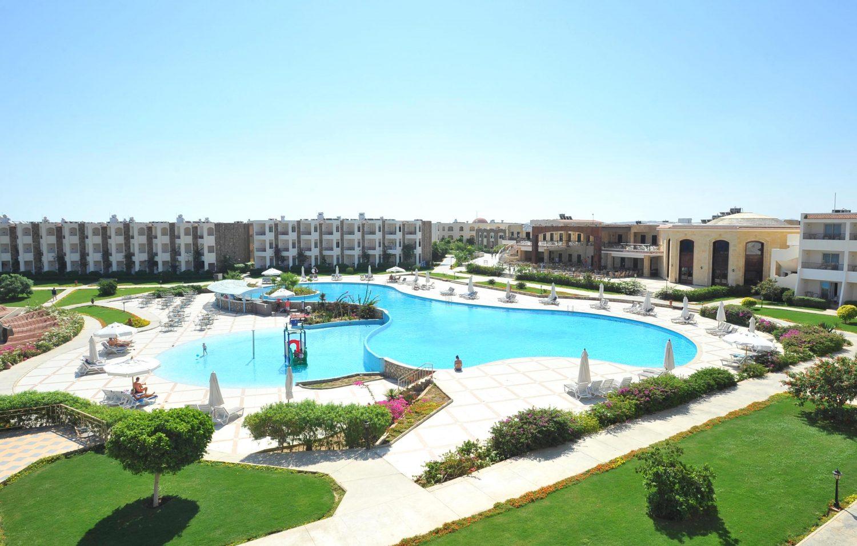 территория отеля Royal Brayka Beach Resort
