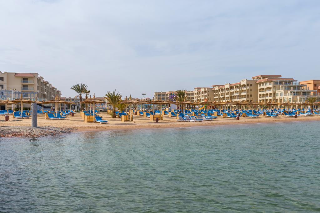 пляж отеля Albatros White Beach Resort