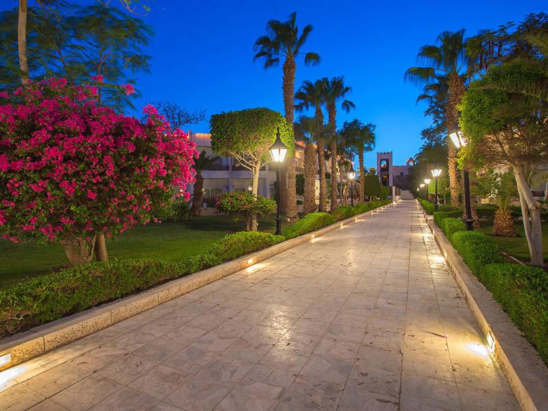 территория отеля The Grand Hotel Hurghada