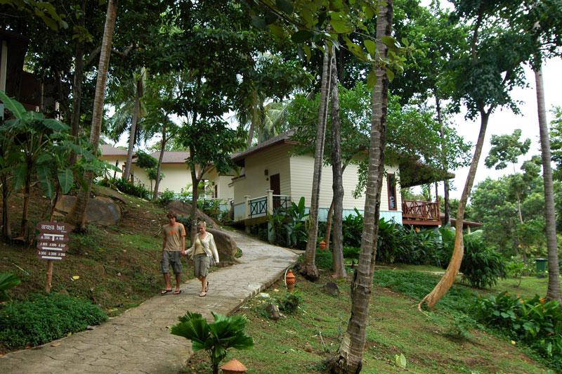 территория отеля Arayaburi Resort - Phi Phi Island