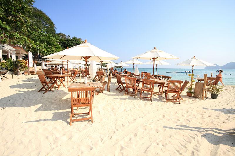 пляж отеля Arayaburi Resort - Phi Phi Island