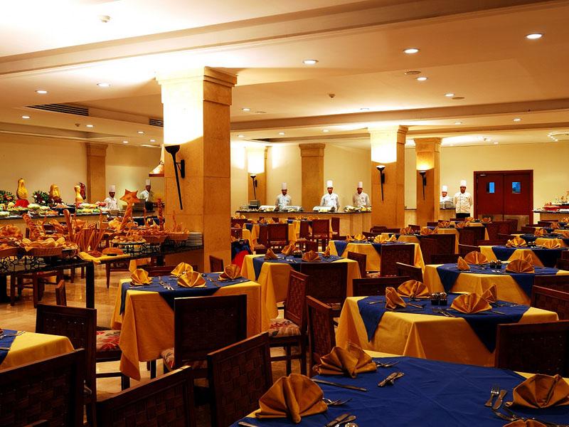 ресторан отеля Shores Aloha Resort