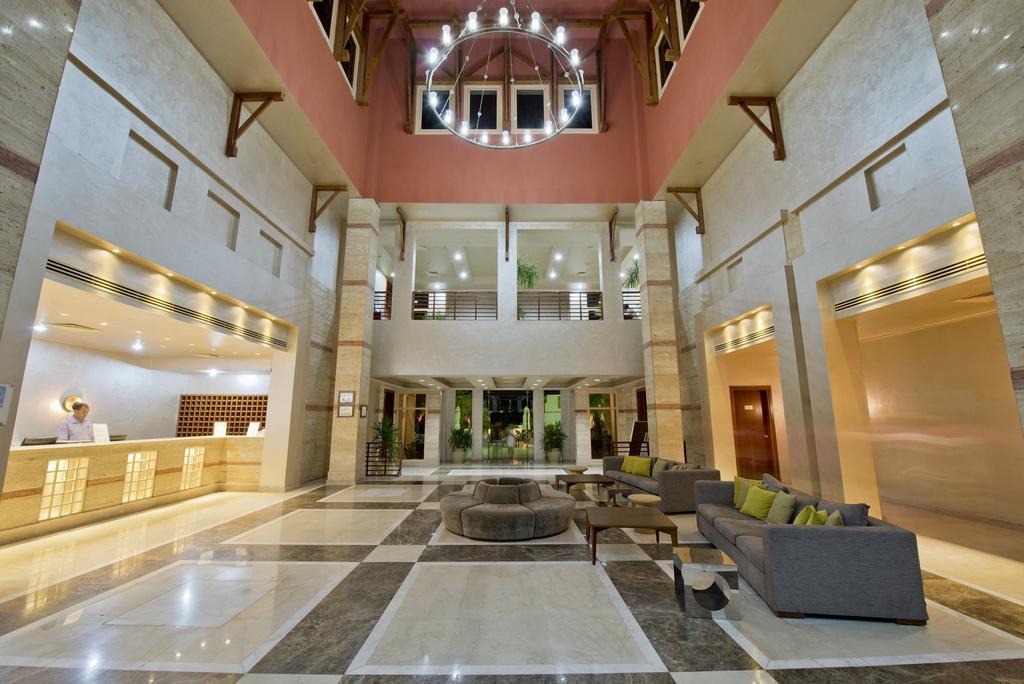 корпус отеля Shores Aloha Resort