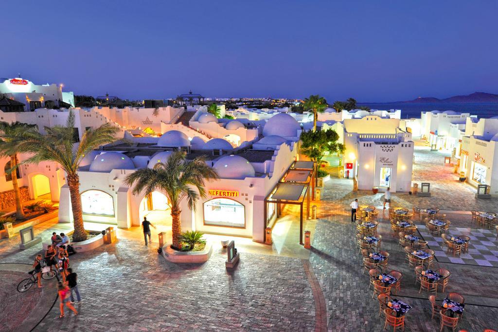 территория отеля Domina Coral Bay Aquamarine Hotel & Resort