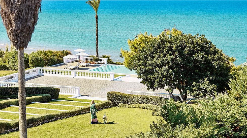 территория отеля Grecotel Mandola Rosa & Aqua Park