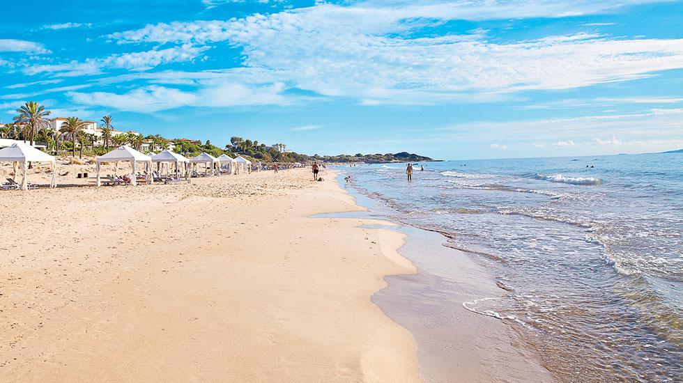 пляж отеля Grecotel Mandola Rosa & Aqua Park