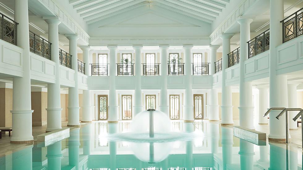 крытый бассейн отеля Grecotel Olympia Riviera & Aqua Park