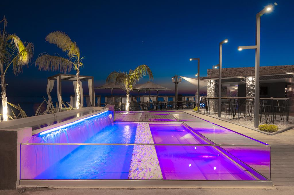 бассейн отеля Eden Beach Resort