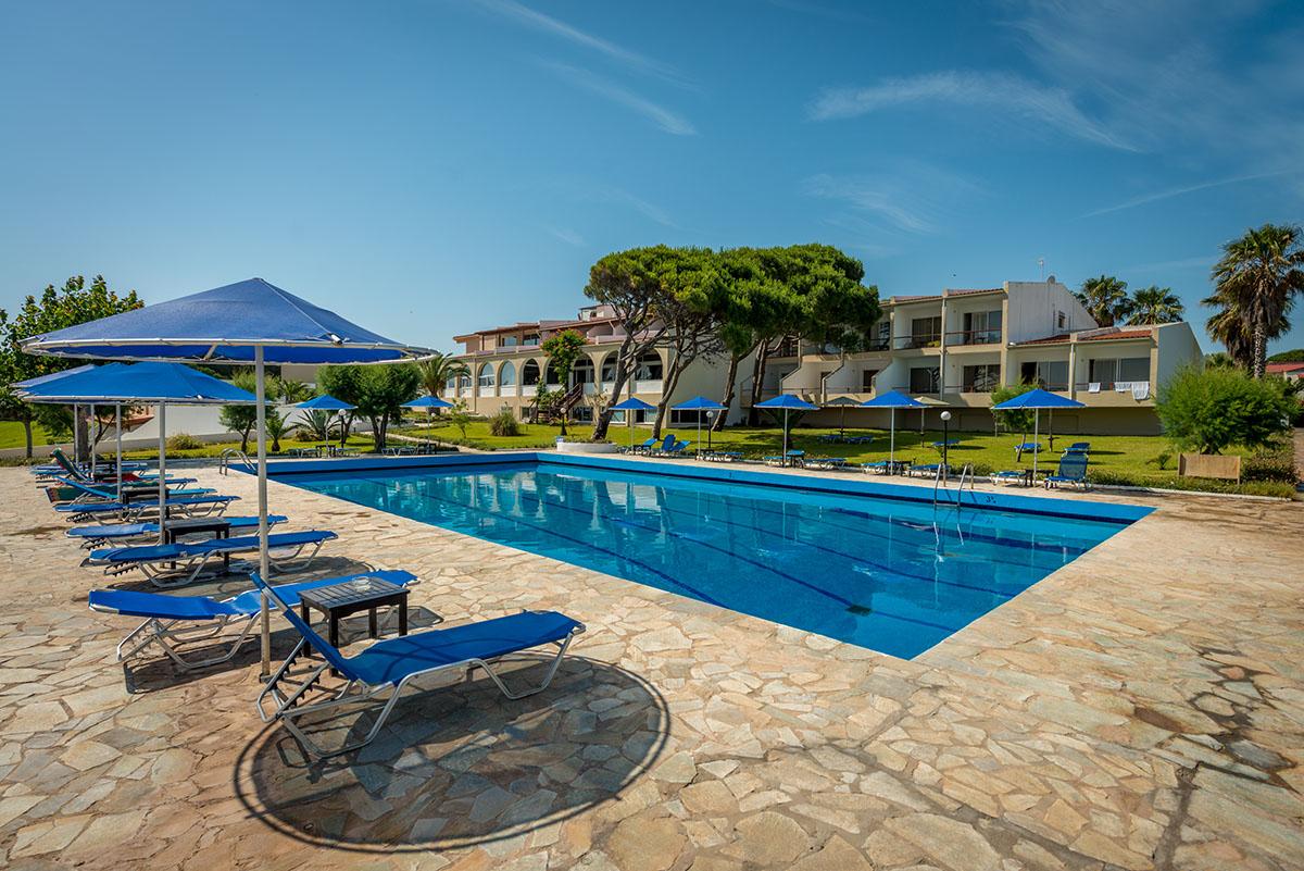 бассейн отеля Pavlina