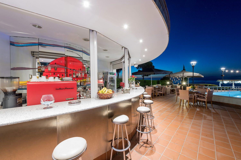 бар отеля Poseidon Palace